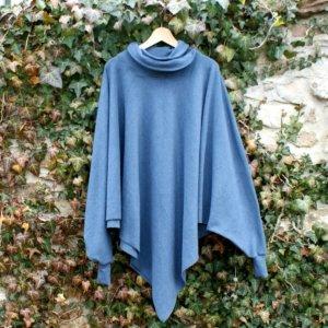 Bio Poncho in Dreieckform mit Kragen, BioBaumwollFleece dunkelblau