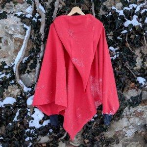 Bio Poncho in Dreieckform mit Kapuze, BioBaumwollFleece rot